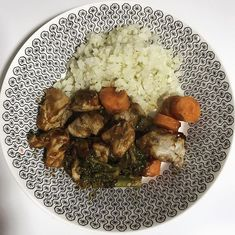 Keto free range chicken with carrot and broccoli together with cauliflower rice. Cooked with Pete Evans Butter Sauce available at @lowcarbemporium. So scrumptious  X #missrdaisy #racheldaisy #melbourne #melbourneblogger #blogger #recipeblogger #keto #ketodiet #ketoblogger #ketorecipe #recipe #ketomeal #ketoweightloss #ketoaustralia #ketogirl  #ketolifestyle #ketofood #intermittentfasting  #lchf #ketocooking  #ketoforbeginners #ketodinners #ketogoals #ketoideas #ketogram #ketogenicdiet #food #ket
