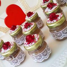 Potinhos lindos com brigadeiros deliciosos! #noivado #noiva #love #amor #festa…