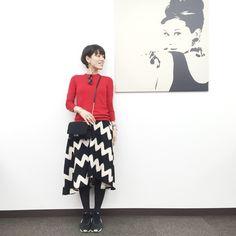 今日のコーデ。赤ニット×フレアスカート×スニーカー の画像|山本あきこオフィシャルブログ「見た目チェンジで人生が変わる」Powered by Ameba