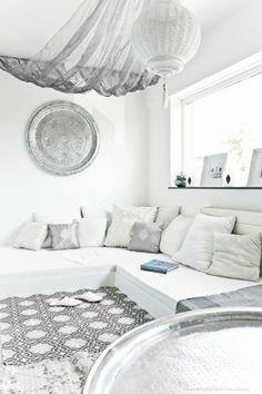 marokkanische lampen ideen für orientalische einrichtung in weißer farbe tolle gestaltung teppich sofa kissen grau