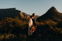 Saying I do with Table Mountain as your backdrop. Nothing beats the golden light during South African sunsets. Photo by Marli Koen Photography Olive Press, South African Weddings, Mountain Elopement, Table Mountain, Wild Hearts, Cape Town, Celebrity Weddings, Sunsets, Beats