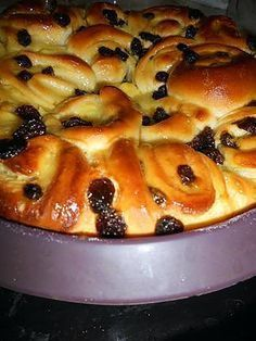 Discover recipes, home ideas, style inspiration and other ideas to try. Raisin Sec, Pan Dulce, Home Baking, French Pastries, Köstliche Desserts, Sweet Bread, I Foods, Sweet Recipes, Donuts