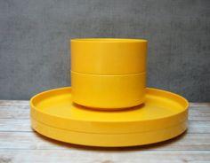 4pcs Heller Massimo Vignelli Sunny Yellow Plastic Plates Bowls