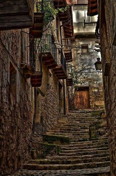 Valderrobres, Teruel Vila Medieval, Medieval Village, Great Places, Places To See, Beautiful Places, Aragon, Portugal Travel, Spain Travel, Stairway To Heaven