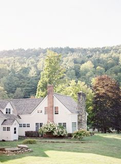 Exterior Paint Colors - You want a fresh new look for exterior of your home? Get inspired for your next exterior painting project with our color gallery. Modern Farmhouse, Farmhouse Style, Fresh Farmhouse, White Farmhouse, Vintage Farmhouse, American Farmhouse, Farmhouse Windows, Modern Country, House Goals