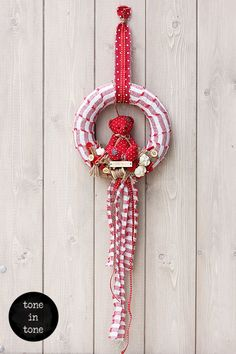 or with this and for kid's room Washer Necklace, Kids Room, Teddy Bear, Wreaths, Decoration, Interior, Wall, Red, Handmade