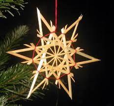 Strohsterne - make from wooden craft sticks/skewers/toothpicks? Craft Stick Crafts, Christmas Projects, Holiday Crafts, Home Crafts, Christmas Crafts, Christmas Decorations, Christmas Ornaments, Holiday Decor, Swedish Christmas
