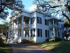 southern mansion in Natchez, Mississippi