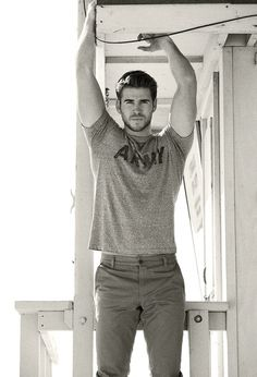 LIAM HEMSWORTH   I CAN'T HANDLE THE HOTNESS!!!!