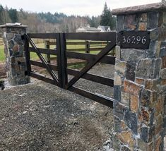 Top 60 Best Driveway Gate Ideas – Wooden And Metal Entrances - Modern Metal Driveway Gates, Driveway Fence, Timber Gates, Driveway Entrance, Wooden Gates, Front Gates, Entry Gates, Driveway Ideas, Gates For Driveways