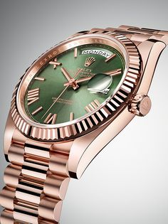 Rolex Watches New Collection : The Rolex Day-Date 40 anniversary edition in Everose gold with a green dial, fluted bezel and President bracelet. - Watches Topia - Watches: Best Lists, Trends & the Latest Styles Rolex Watches For Men, Luxury Watches For Men, Rose Gold Rolex Mens, Apple Watch Fashion, Gentleman, Rolex Women, Rolex Day Date, New Rolex, Hand Watch