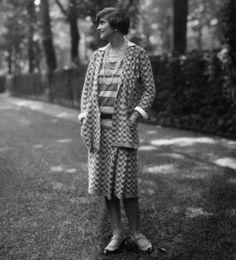 Coco Chanel años 20s. Dejó de estar de moda la piel blanca, siendo Coco Chanel la gran impulsora del bronceado.