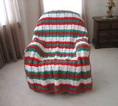 Yuletide Throw Crochet Santa Hat, Christmas Crochet Blanket, Christmas Afghan, Crochet Christmas Trees, Christmas Crochet Patterns, Holiday Crochet, Crochet Robin, Crochet Afgans, Crochet Quilt