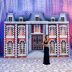 This amazing Gatsby Mansion Standee features dimly lit windows that show silhouettes of couples dancing. Our 9 feet 7 inch high x 14 feet wide one-sided cardboard print Gatsby Mansion Standee makes the perfect backdrop for your 1920's themed event. Easy assembly.