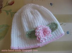Wool hats for little girls, soft and warm with wool flower :)  Cappellino in 100% lana merino, morbido e caldo, per bambine.