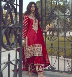 Beautiful ensemble crafted in traditional manner with contemporary and dreamier cuts. _ Colour options available _ _ Made to order /Custom… Shadi Dresses, Pakistani Dresses Casual, Pakistani Wedding Outfits, Indian Bridal Outfits, Indian Bridal Wear, Pakistani Dress Design, Indian Dresses, Desi Wedding Dresses, Party Wear Dresses