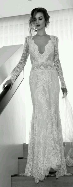 I love tee sexy elegant classiness of this wedding gown
