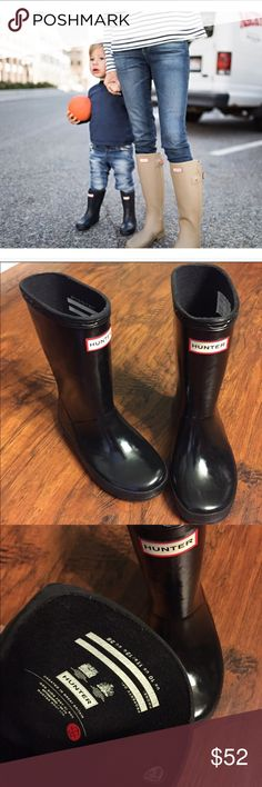 🚫SOLD 🚫HUNTER kids glossy black rain boots ☔️ Like New HUNTER Glossy Black kids rain boots. Unisex. Size 10 UK 🇬🇧, 12G 11B US 🇺🇸, Euro 28. Hunter Boots Shoes Rain & Snow Boots
