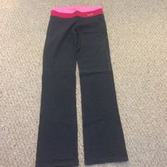 Boot cut Hollister leggings Only worn a couple times perfect condition Hollister Pants