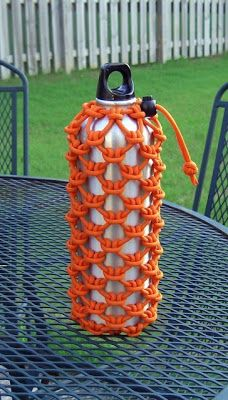 Stormdranes Blog: Cow hitched paracord water bottle sleeve...