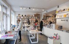 Lugar Hipster a viajar (Södermalm - Estocolmo Em Söder tudo é vintage, mas também há lojas de designers escandinavos para gostos mais contemporâneos. Assim é o bairro de Estocolmo, habitado por personagens dos best-sellers escritos Stieg Larsson. Uma menção especial vai para a livraria independente Konst-ig, dedicada à arte, arquitetura, design gráfico e moda.)