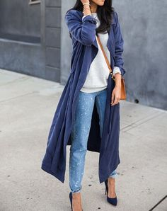 For all body types: duster and jeans Get more fall outfit ideas here.