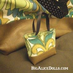 Raven's Vintage Shopper - Big Alice Dolls