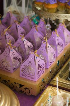 Mesa princesa Jazmin Aladdin Birthday Party, Aladdin Party, 6th Birthday Parties, Princess Birthday, Aladdin Cake, Jasmin Party, Princess Jasmine Party, Arabian Party, Arabian Nights Party