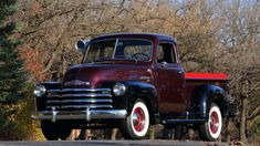 Chevy trucks aficionados are not just after the newer trucks built by Chevrolet. They are also into oldies but goodies trucks that have been magnificently preserved for long years. Jeep Pickup Truck, Vintage Pickup Trucks, Dually Trucks, Antique Trucks, Classic Chevy Trucks, Gm Trucks, Lifted Trucks, Cool Trucks, Classic Cars