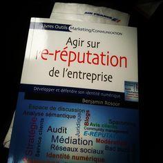 Le livre prend l'avion (avec un cas e-réputation d'Air France dedans) Communication, Air France, Cas, Event Ticket, Talking Space, Mathematical Analysis, Social Media, Business, Communication Illustrations