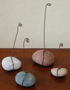 cute little picture holders made from rocks!