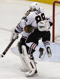 kane makes the goal to the win the stanley cup 2010