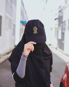 Uploaded by Muslimah girl. Find images and videos on We Heart It - the app to get lost in what you love. Hijab Dp, Hijab Niqab, Muslim Hijab, Stylish Hijab, Hijab Chic, Niqab Fashion, Muslim Fashion, Hijabi Girl, Girl Hijab