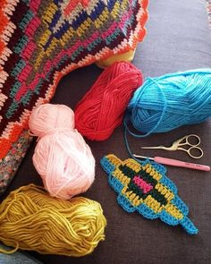 Back to my crochet 😉❤😊 bohemianblanket progressing sucrettesbohemianblanket inlove loveit happy colorful love colorfulblanket… Knitting Blogs, Knitting For Beginners, Baby Knitting Patterns, Knitting Yarn, Crochet Patterns, Crochet Home, Crochet Motif, Crochet Crafts, Crochet Projects