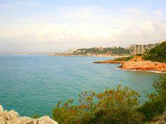 Salou est la capitale de la Costa Dorada située en Catalogne le long de la Méditerranée, de Calafell au Delta de l'Ebre.  Salou, uno de los principales centros turísticos de la Costa Dorada en Cataluña.   (photo de steve p200 sous licence creative commons)
