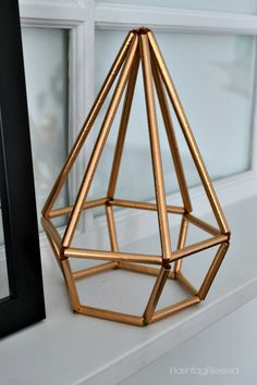 You can create your own Himmeli Geometric Decor using straws and pipe cleaners! You can create your own Himmeli Geometric Decor using straws and pipe cleaners! Geometric Decor, Geometric Shapes, Home Crafts, Diy And Crafts, Diy Straw Crafts, Origami Wedding, Diy Centerpieces, Centrepieces, Diy Room Decor