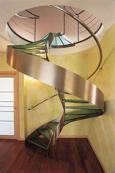 LF Italy la bottega d'incontro per realizzare le tue idee  LF Italy the place to meet and put your ideas into practice.  #Florence #glassstracase #interiodesign#architecture #stailesssteelstarcase #stairs #luxury http://ift.tt/1M4r3oR