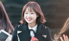 I.O.I Choi Yoojung cuts her hair short South Korean Girls, Korean Girl Groups, Jung Chaeyeon, Choi Yoojung, Kim Sejeong, Jeon Somi, Cut Her Hair, Kpop, Airport Style