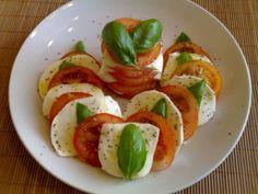 Tomaatti-mozzarellasalaatti - Kotikokki.net - reseptit