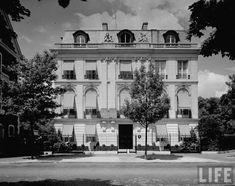 The Duke + Duchess of Windsor's Parisian estate.