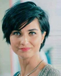 Idea Tendance Coupe & Coiffure Femme :: Very beautiful short hairstyles of these ladies! Thin Hair Cuts, Short Hair With Layers, Short Wavy, Short Cuts, Long Pixie Cut Thick Hair, Short Hair For Round Face Double Chin, Pixie Wavy Hair, Wavy Pixie Haircut, Shaggy Pixie
