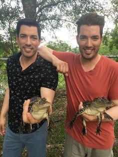 These gators' twin game is strong lol #BrothersTakeNOLA@mrsilverscott