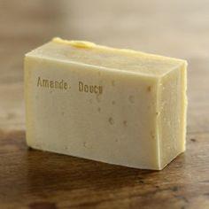 Ingrédients : total huile 600g - HV olive : 264g (44%) - HV coco : 180g (30%) - Karité : 60g (10%) - HV Sésame : 60g (10%) - HV Aman...