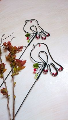 Sweet little birds Wire Crafts, Metal Crafts, Diy And Crafts, Aluminum Wire Jewelry, Wire Bookmarks, Copper Wire Art, Wire Wall Art, Wire Art Sculpture, Crochet Earrings Pattern