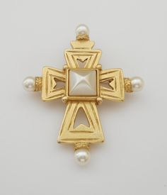 Small Vintage Gold Tone BEN AMUN Faux Pearl Maltese Cross Brooch/Pin