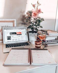 Study Areas, Study Space, Study Desk, Work Desk, Study Inspiration, Motivation Inspiration, Coffee Study, Study Pictures, Work Motivation
