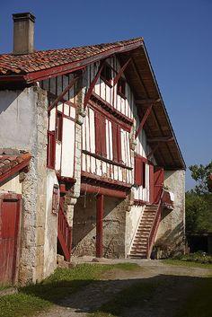 Caserio tipico vasco. Urrugne. Francia. Typical Basque farmhouse. Urrugne. France. © Inaki Caperochipi Photography