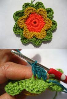 Almohadón multicolor de flores concéntricas al crochet: Un toque de color en tu living