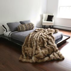 Best Home Fashion Platinum Frost Fox Faux Fur Full Throw Blanket - 58 Fur Comforter, Faux Fur Bedding, Bedroom Comforters, Bedspreads, Faux Fur Blanket, Faux Fur Throw, Fur Bed Throw, Fuzzy Blanket, Fur Pillow