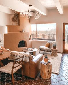 On the western edge of Saguaro National Park in Tucson, Arizona, you'll find the five-suite Posada by Joshua Tree House. West Elm, Lofts, Cama Queen, Deco Rose, Fireclay Tile, House In Nature, Desert Homes, Living Room Designs, Living Rooms